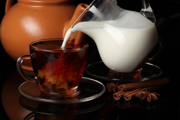 Почему вреден чай с молоком?