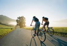 Почему мы не падаем с велосипеда?