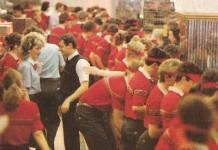 """31 января 1990 года в Москве, на Пушкинской площади открылся первый в СССР """"Макдональдс"""