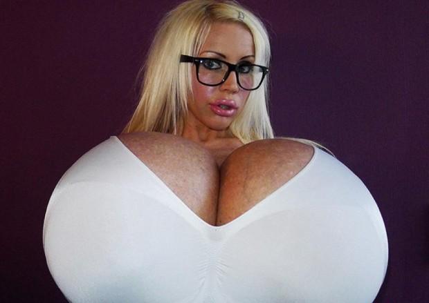 самая большая грудь в мире без лифчика