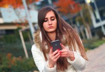 girl-with-iphone-6_447-19321772