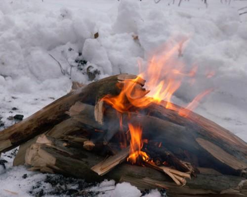 разжечь костер в лесу
