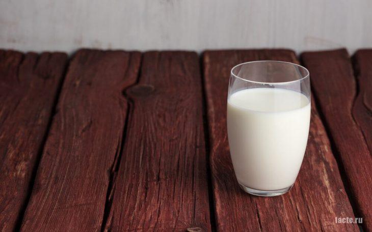 Стакан теплого молока