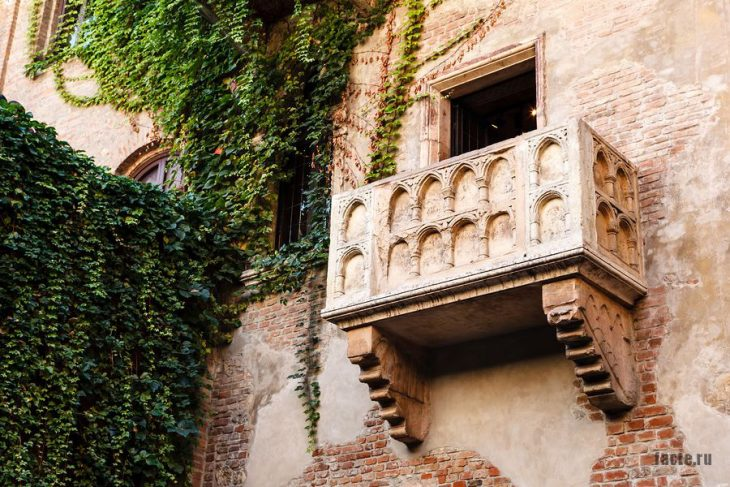 балкон в Вероне для Ромео и Джульетты