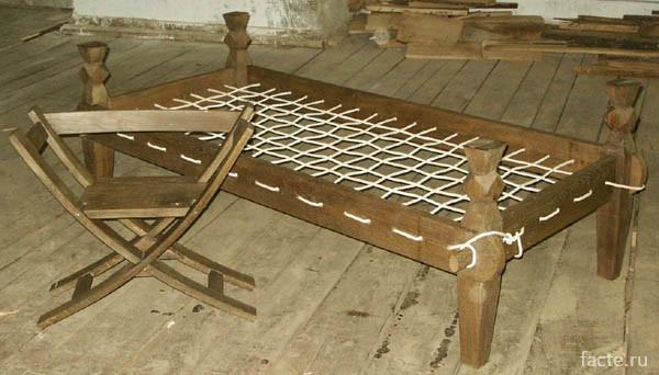 Древняя кровать