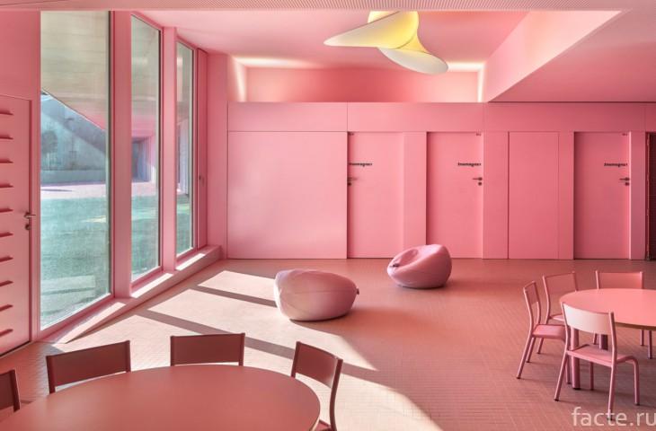 Детский сад с розовым интерьером