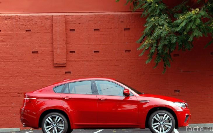 Красная BMW