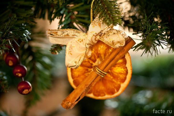 Украшения на елку из мандаринов
