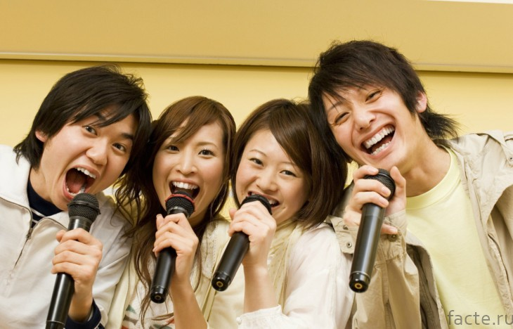 Японцы поют в караоке