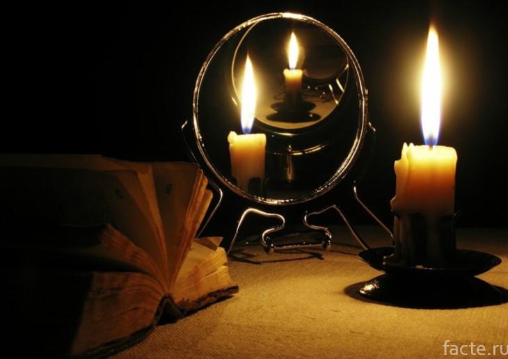 Отражение свечи