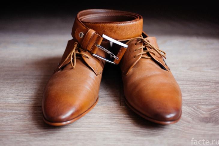Ботинки и ремень