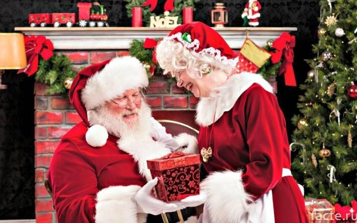 Санта с женой