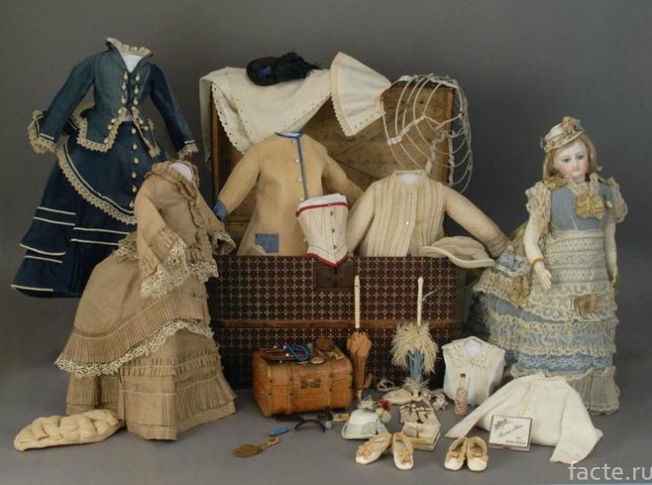 Куклы прошлого и настоящего в фотографиях