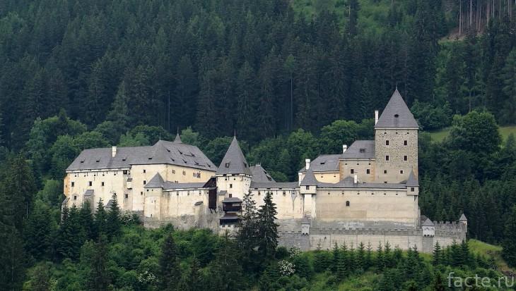 Шаги в ночной тишине: призраки старинных замков