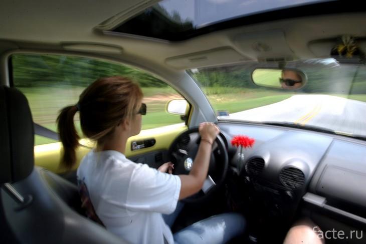 В машине