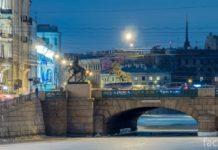 Аничков мост ночью