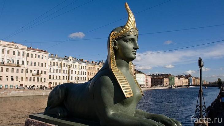 Египетский мост СПб охраняет сфинкс