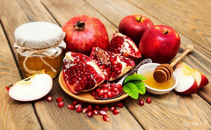 Мёд и фрукты