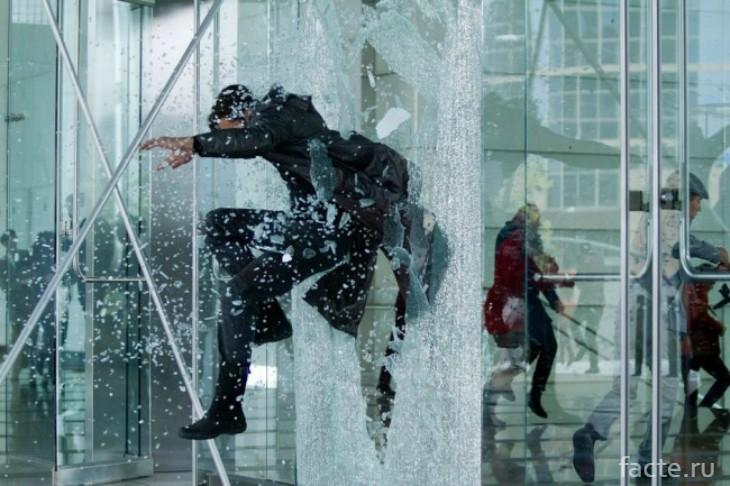 прыжок через стекло