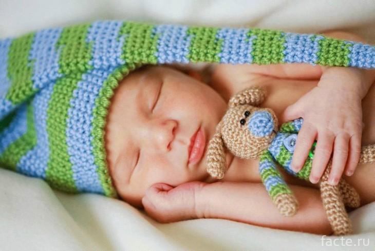 спит новорожденный