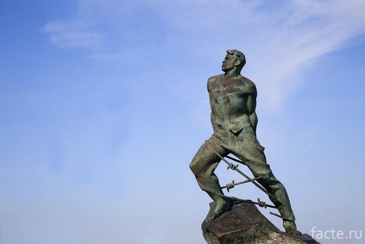 Памятник Мусе