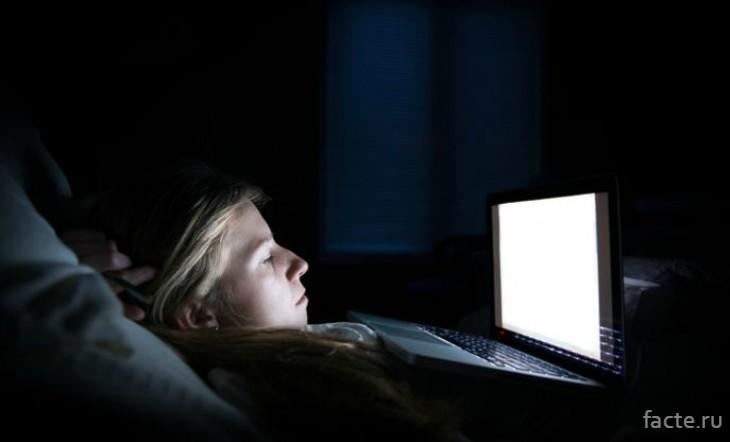 Ноутбук ночью