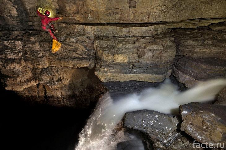 Водопад в пещере Эр Ванг Донг