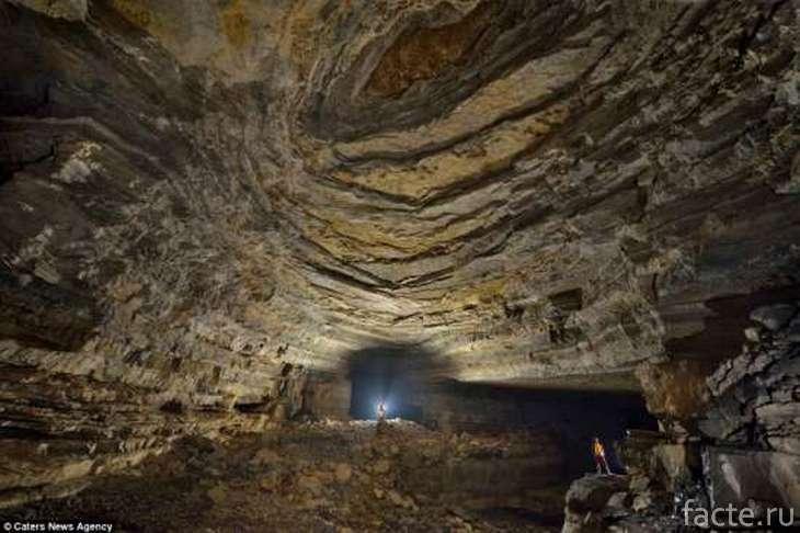 Гигантская пещера Эр Ванг Донг