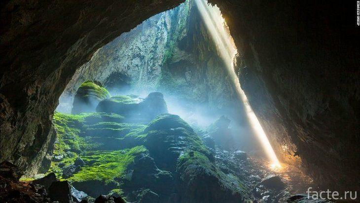 Красота пещеры Эр Ванг Донг