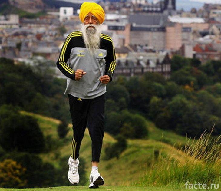 Фауджа Сингх бежит марафон
