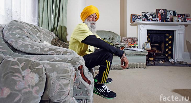 Фауджа Сингх в домашней обстановке