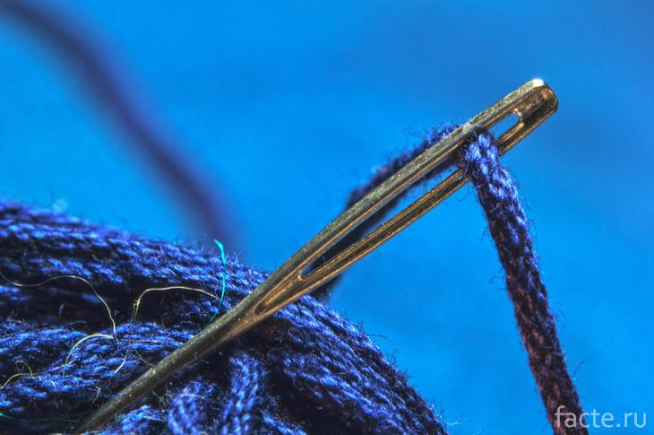 Иголка с ниткой