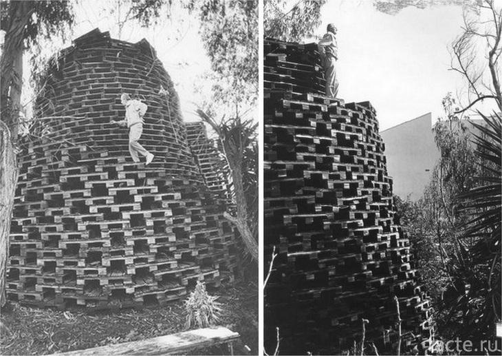 Башня из деревянных поддонов