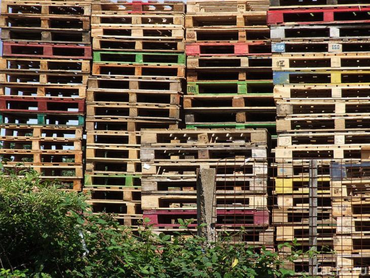 Деревянные поддоны из-под пива