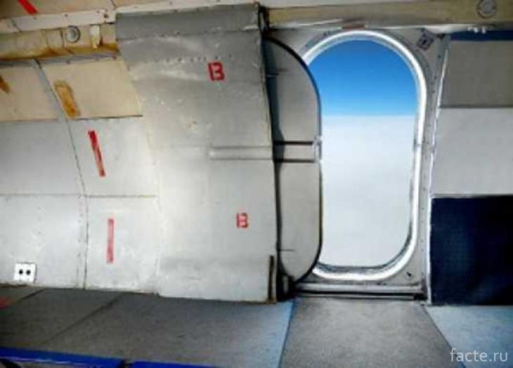 Двери самотлета