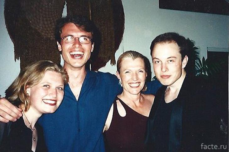 В конце 80-ых всё семейство Масков перебирается в Канаду