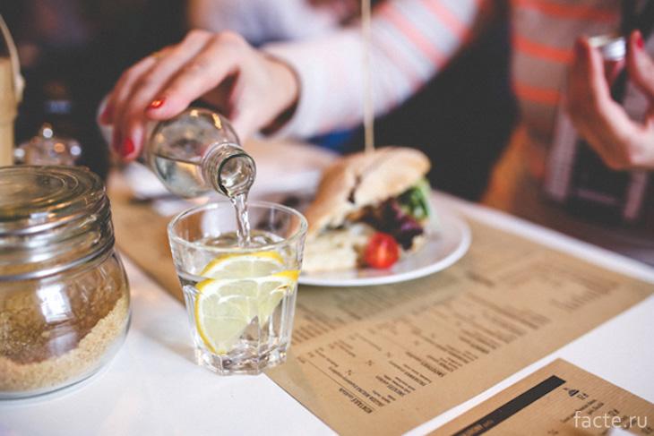 Запивать еду – вредная привычка