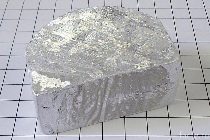 Кусок алюминия