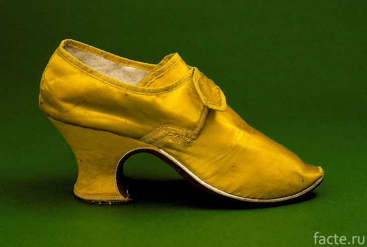 Старинная обувь на каблуке