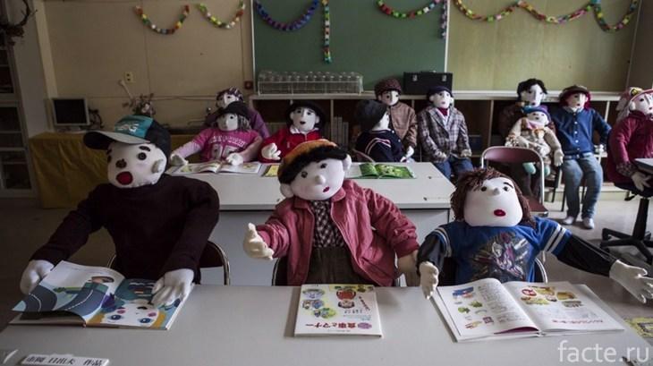 Куклы в Нагоро. Школа