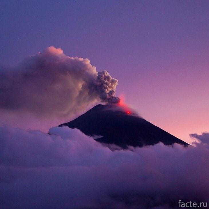 Вулкан Редаут на закате