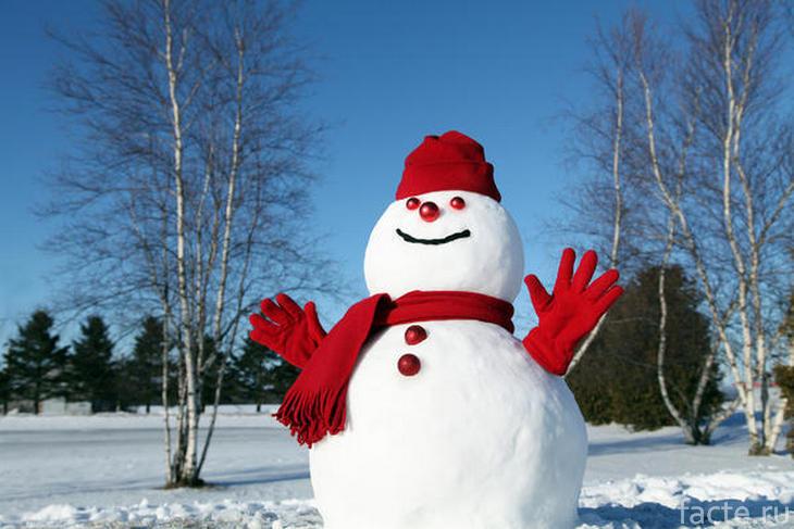 Радостный снеговик