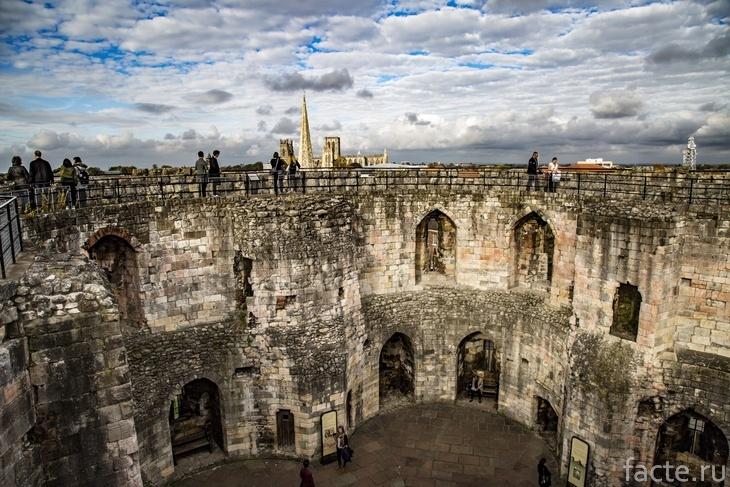 Город Йорк. Внутренняя часть крепости