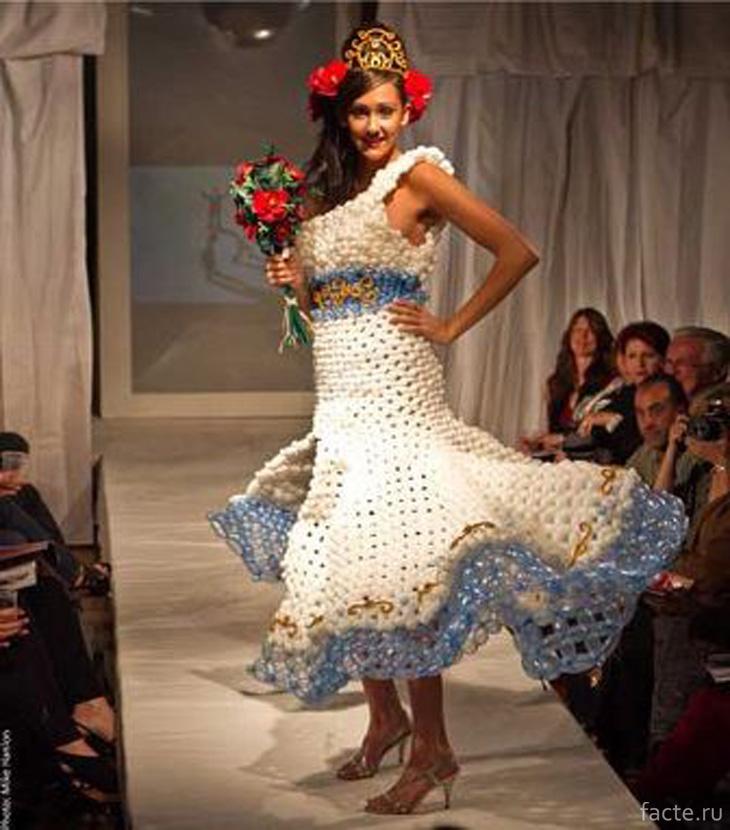 Платье из воздушных шариков