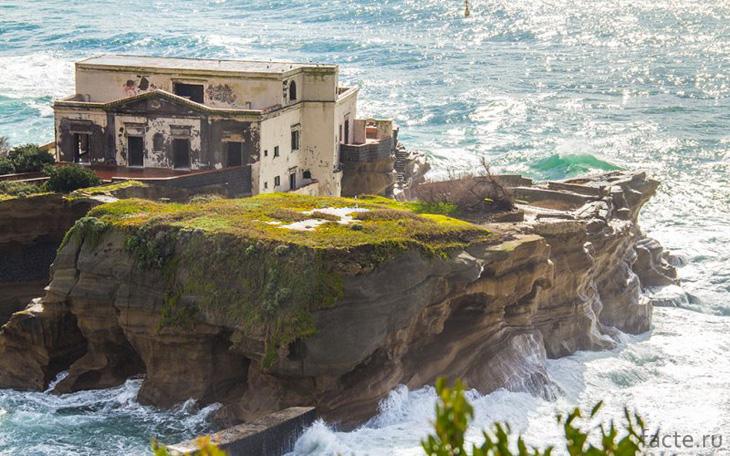 Вилла на острове Гайола