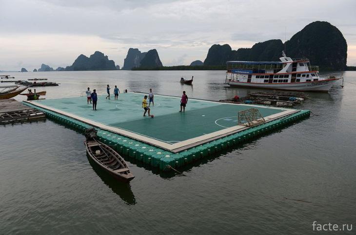 Футбол на плоту