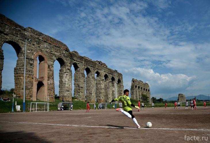 Возле древнеримских руин