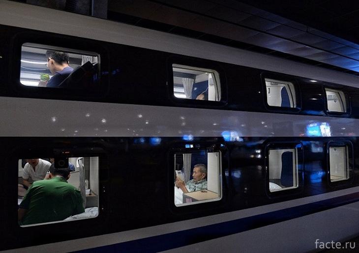 Ночной скоростной поезд