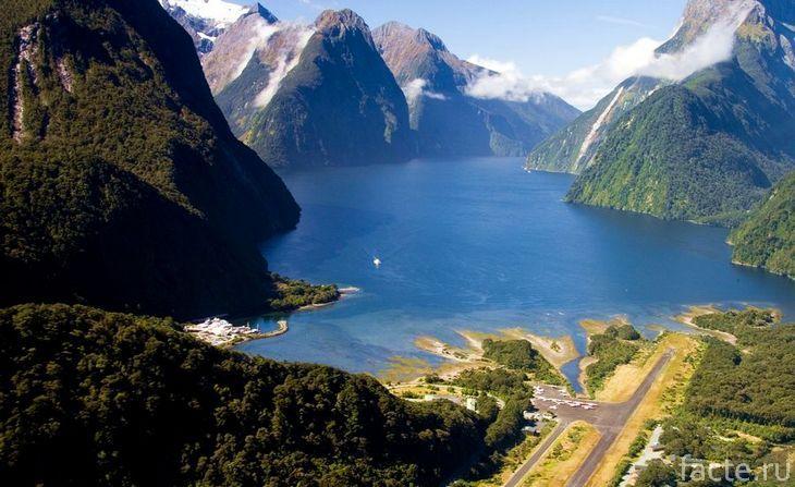 Новая Зеландия. Горы и озеро