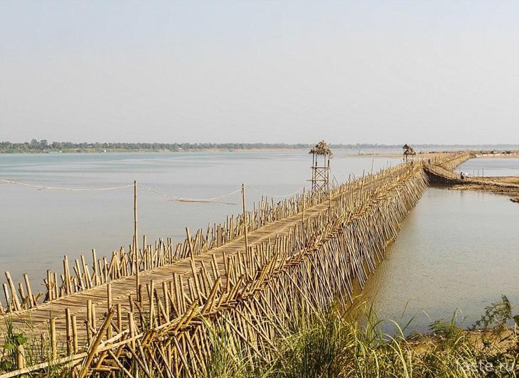 Бамбуковый мост в Камбодже